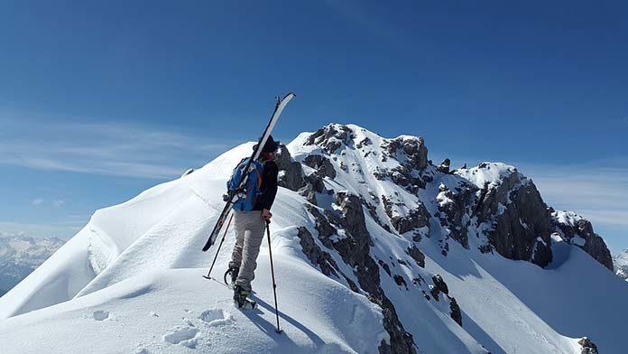W jakie akcesoria narciarskie warto zainwestować?